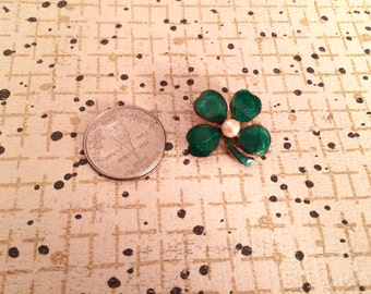 Four leaf clover, pearl, St. Patrick, lucky, vintage, retro, brooch