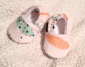 Feather Baby Booties, Feather Baby shoes, Baby booties mint & Blush Feathers ( Prints may vary), Crib shoes, Baby shoes, Baby Gift
