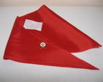 Vintage Soviet Pioneer tie with pioneer badge/ Soviet pioneer neckerchief / Soviet pioneer badge / USSR