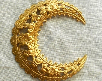 1 dapt raw brass stamping ornate crescent moon, victorian pendant, charm, connector, ornament 46mm in diameter USA made 1801
