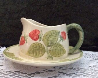Highly collectible Strawberry Fair hand painted '77 gravy boat w/ attached under plate by Franciscan Ware of California