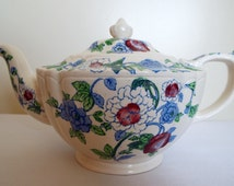 Vintage Teapot, Sadler 1940s Teapot. A Beautiful and Special Large Teapot for an Afternoon Tea Party. Holds 4 - 5 cups. Hand Painted Roses