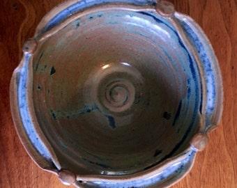 Split rim small bowl