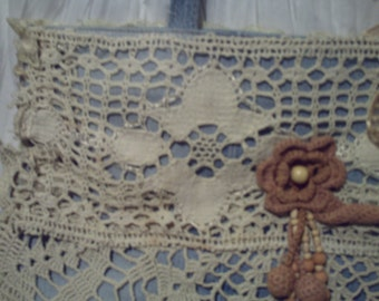 Romantic handbag in jean and crochet doilies