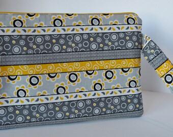 Wristlet, clutch, pouch, clutchbag, zipper pouch