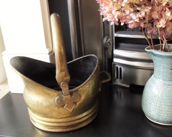Vintage Brass COAL SCUTTLE Helmet Shape Scuttle Fireside Accessory/Planter Brass Decor Retro Decor Coal Bucket Log Bucket Folding Handle