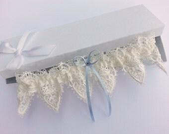 Ivory venise lace garter, wedding garter, guipure lace garter, swarovski crystal garter