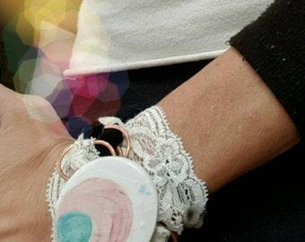 Bracciale in ceramica passamaneria pizzo artigianale bianco rosa nero