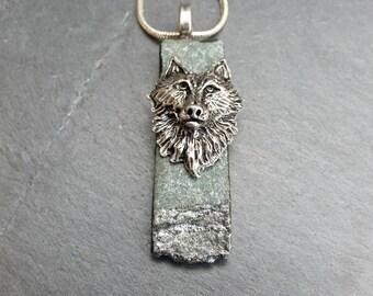 Wolf on green slate ST 0095