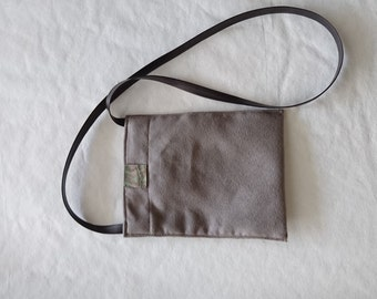 Pouch bag for mobile phone
