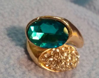 SALE! Lovely Rhinestone and Large Teal Stone Ring~ Goldtone sz 7.5 (was 9.00)