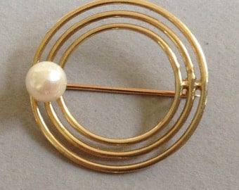 New Price * Adesso 14K Gold Circle Pin/Brooch With Salt Water Pearl