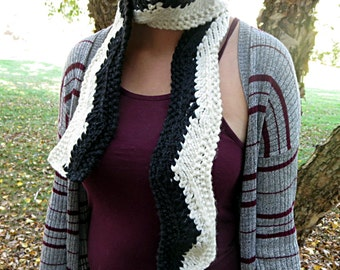 Hand knit black and white zig zag scarf, chunky knit scarf, monochromatic scarf, classy scarf, modern scarf, warm scarf superwash wool scarf