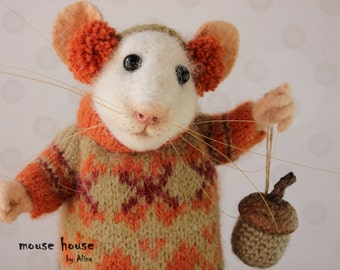 Mouse with Acorn, Soft Sculpture, Felted Animal, Thanksgiving Décor, Art Doll, Wool Acorns, Waldorf Doll, Home Decor, Needle Felted Mouse