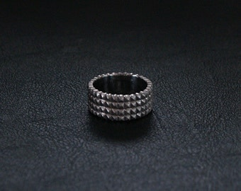 14K Gold Band - Spikes