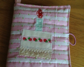 Quilted and Appliquéd Pin, Needle Case Book Pretty Zakka Style