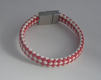 Bracelet leather red and white checkerboard magnetic.