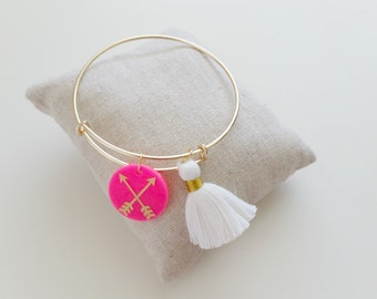 Follow Your Arrow Bangle//Tassel Bangle//Charm Bangle//Inspirational Gift//Adjustable Wire Bangle//Acrylic Charm Bangle//Stackable Bangle