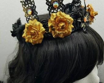 Black gold Crown, Crown