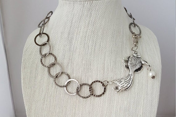Chain necklace with fish pendant