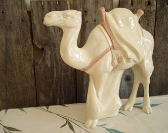 Nativity Standing Camel in parchment white