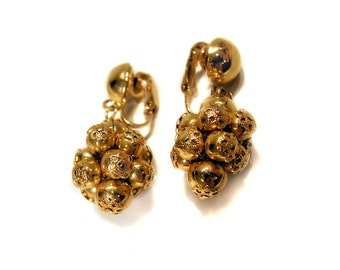 60s Earrings, Gold Tone Grape Cluster Earrings, Vintage Dangle Clip On Earrings