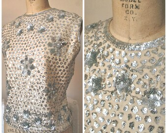 1950s | Silver Roses Top | Vintage 50s Silver Sequined and Beaded Wool Sweater Shell Shimmery Flowers Mai Jacobs Made in Hong Kong size L