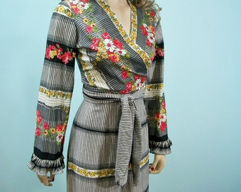 Vintage 70s Wrap Top & Palazzo Pants . Boho Hippie  Border Print High Waist Pants  Wrap Jacket . XS S M
