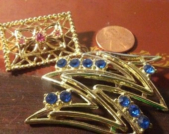 Lot of two 1970s/1980s brooches/pins - blue and pink goldtone - estate sale jewelry