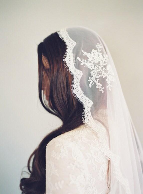 Lace Mantilla Veil, Bridal Veil, Spanish Veil, Chantilly Lace, English Net, Mantilla Veil, Cathedral Veil, Delicate Mantilla Veil, 1639