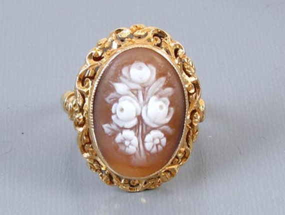 Vintage Italian 18k gold rose bouquet flower floral shell cameo statement ring, size 8