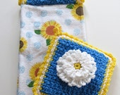 Ready To Ship - Daisy Hanging Towel & Potholder Set - Crochet Daisy Kitchen Set - Crochet Daisy Potholder - Daisy Crochet Top Towel