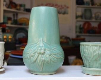 McCoy Pottery Matte Green Vase 1930 VINTAGE by Plantdreaming
