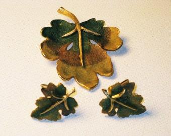 Vintage BSK Gold Tone Leaf Brooch and Clip Earrings Demi (B-1-5)