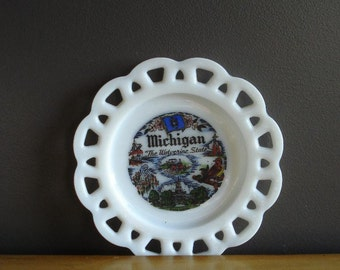Michigan Love III - Vintage MilkGlass Souvenir Plate - MI Love - Mich Tulips