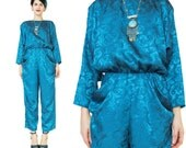 Vintage 80s Jumpsuit Slouchy Harem Jumpsuit Long Sleeve Jumpsuit Silky Print Teal Brocade Pants Suit Romper Pockets Petites Women (XS/S)