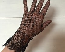 6 pairs of vintage ladies gloves. Formal gloves, dressups, prom, costume, party.