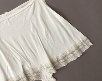 vintage 1940s tap shorts / 40s white rayon lace vintage lingerie tap shorts