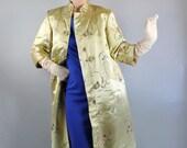 Vintage 50s 60s Women's Elegant Gold Brocade Asian Opera Gallery Coat // Evening Dress Jacket Coat