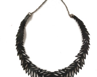 Laurel leather necklace, black