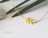 Nature Leaf Necklace in Silver/ Gold. Collarbone Necklace. Garden. Botanical. Dainty and Subtle. Gift For Her (PNL-139)