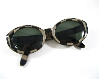 Ray-Ban vintage Bewitching round sunglass frames. checker black and white pattern 1970s 1960s