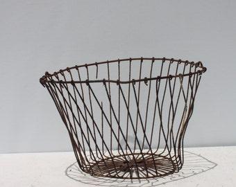 Vintage Metal Wire Egg Basket Storage Planter Primitive Rustic Rusty Distressed Shabby Cottage Farmhouse Industrial Decor Display