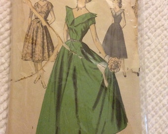 Knockout Advance 5760 Vintage Ball Gown Dress Sewing Pattern Bust 30 Inch