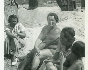 "Vintage Photo ""Ocean Chatter"" Snapshot Antique Photo Black & White Photograph Found Paper Ephemera Vernacular - 120"