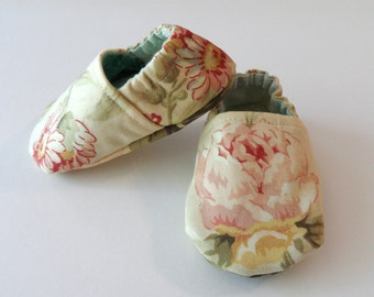 Retro Floral Cotton Twill Baby Booties // Baby Girl Crib Shoes, Pastel, Infant Size 2, 3