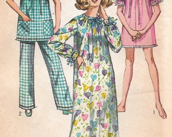 Bust 38-40-1969 Misses' Nightgown and Pajamas Simplicity 8511 Sz 16-18