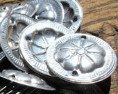 10  x shiny round metal Turkoaman style coin discs