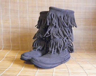 Vintage Lady's Grey Suede Fringed Boots Size: EUR 40 - 41 / US Woman 9 - 9 1/2
