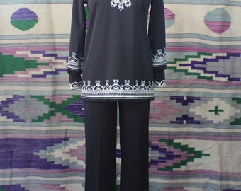 Matching SET  / Black & White Cropped Pants / 1970's Two Piece Tunic and Pant / Patterned